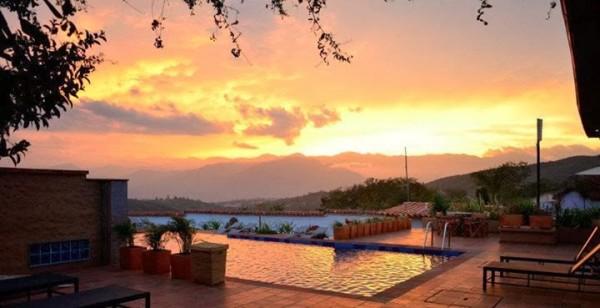 Detalle de una magnífica puesta de sol desde el Hotel Terra Barichara