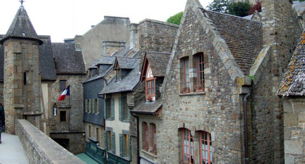 Mont_Saint_Michel_village-3-1024x551