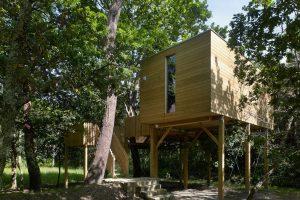 Dormir en una casa árbol