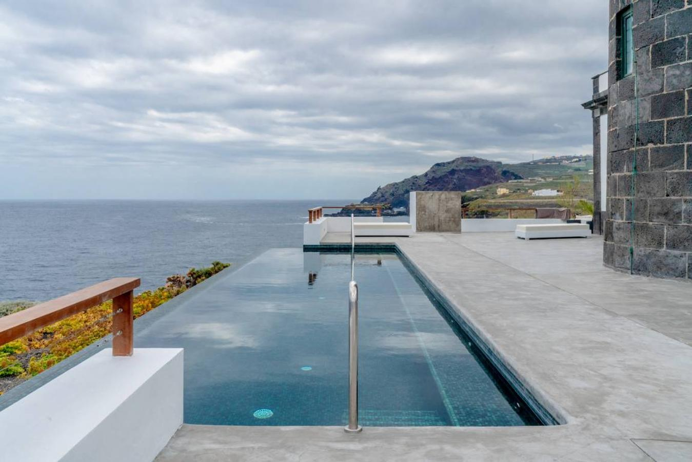 piscina infinita Faro Punta Cumplida